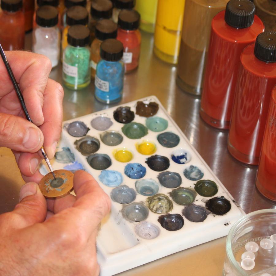 Mediprothèses-voici-la-palette-de-couleurs-utilisée-par l-oculariste-pour-peindre-les prothèses-oculaires